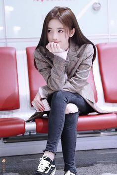 Beautiful Chinese Girl, Beautiful Asian Women, E Motion, Cute Korean Girl, Good Girl, Uzzlang Girl, China Girl, Chinese Actress, Stylish Girl