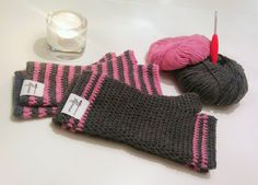 I've been making these wrist warmers as Christmas gifts for my son's preschool teachers. (Hope they'll like them – always feel nervous about gifting my creations.) I made th…