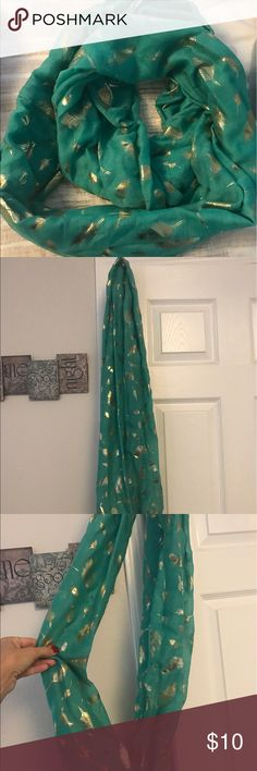 Green and gold scarf Beautiful scarf that is lightweight and very fashionable. Good condition Accessories Scarves & Wraps