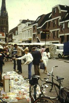 Markt op zaterdag aan de nieuweburen. Jaren 80.