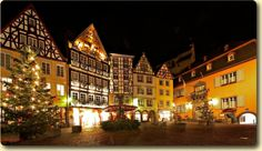 Cochem Christmas Market 27th November – 21st December 2014 Castle Christmas Market 13th & 14th December 2014 Opening Times Daily 11am-6pm In the most romantic part of the Moselle Valley, where the river curves between two hiking paradises - Eifel and Hunsrück - lies the old town of Cochem.