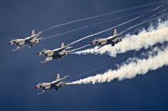 Thunderbirds pilots perform the Arrowhead Loop during a practice show at Forth Worth, Texas, Oct. Manuel J. Super Bowl 2015, Fleet Week, Us Military Aircraft, Surf City, Us Air Force, Air Show, Fighter Jets, Surfing, Sky
