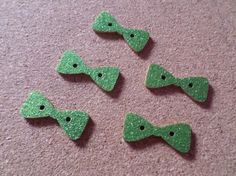 5 x 2-Hole Wooden Buttons - Glittered - 29mm - Bow - Green