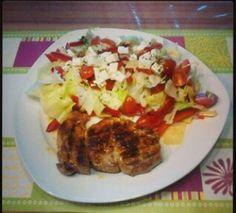 Salat mit fetakäse und steak