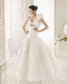 Vestido de noivas - Ele perguntou, Ela disse SIM. ~ Casa Comida e Roupa de Marca.