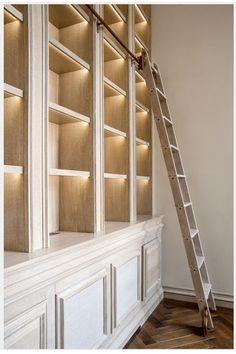 Love Bookshelf, Bookshelf Styling, Built In Bookcase, Bookcases, Bookshelf Lighting, Bookshelf Ideas, Library Lighting, Bookshelf Decorating, Ladder Bookshelf