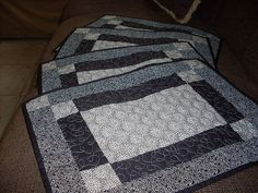 Jogo Americano  by Arte Country by Sandra Guru, via Flickr Arte Country, Table Runner And Placemats, Tablerunners, Mug Rugs, Pot Holders, Projects To Try, Quilts, Pattern, Crafts