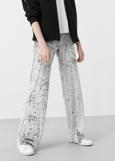 Latest trends in women's fashion. Discover our designs: dresses, tops, jeans, coats and shirts. Harem Pants, Pajama Pants, Trousers, Mango, Elastic Waist, Latest Trends, Velvet, Coat, Jeans