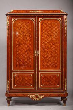 T. MilletArmoire de style Louis XVI - Tobogan Antiques