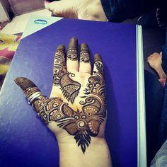 Mehendi Finger Mehendi Designs, Mehndi Desing, Latest Mehndi Designs, Henna Designs, Mehanthi Design, Mahendi Designs Simple, Mehndi Party, Beautiful Mehndi Design, Wedding Backdrops