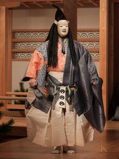 Atsumori. Shite: Nagao Atsushi Japanese Drama, Japanese Culture, Noh Theatre, Samurai Art, Theatre Costumes, Geisha, Traditional Art, Asian Beauty, Kimono