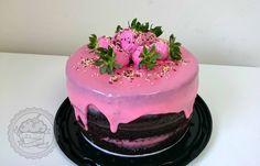 Naked cake with strawberries and brigadeiro!