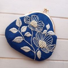 The Beauty of Japanese Embroidery - Embroidery Patterns Embroidery Purse, Flower Embroidery Designs, Learn Embroidery, Hand Embroidery Patterns, Embroidery Applique, Cross Stitch Embroidery, Sashiko Embroidery, Motifs Textiles, Patchwork Bags
