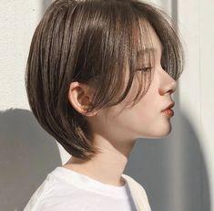 Korean Short Hair, Long To Short Hair, Girl Short Hair, Short Hair Cuts, Haircuts Straight Hair, Girls Short Haircuts, Short Bob Hairstyles, Short Hair Styles For Round Faces, Medium Hair Styles