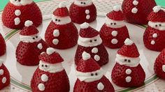 Mini strawberry santas you can easily make these little santas as a holiday dessert yourself all you need are strawberries whipped cream and some chocolate sprinkles your kids will love these yummy treats and can help put them together Christmas Desserts Easy, Christmas Party Food, Xmas Food, Christmas Brunch, Christmas Appetizers, Christmas Cooking, Christmas Goodies, Holiday Treats, Holiday Recipes
