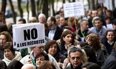 La Universidad Politécnica quiere despedir a 301 trabajadores / @pilaralvarezm @el_pais_madrid     Centenares de personas protestan frente al Rectorado por el recorte : La Universidad culpa a la Comunidad deMadrid por reducirles la transferencia   #universidadencrisis