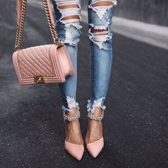 Ripped jeans and Chanel Boy pink bag for spring street style. #fashion #outfit #denimjeans #rippedjeans #chanel #chanelbag #thinkpink #shoes #spring #fabfashionfix