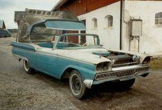 1959 Ford Skyliner.