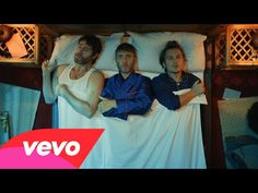 Le nouveau clip de Take That, These Days. Indie Music, Music Tv, Pop Music, August Rush, Freddie Highmore, Beautiful Songs, Love Songs, Top Music Hits, Robbie Williams Take That