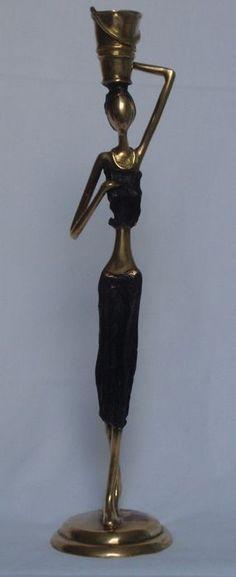 Bronzen beeld van vrouw met emmer - 21e eeuw