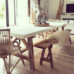 Une salle à manger conviviale et chaleureuse qui joue sur des notes scandinaves