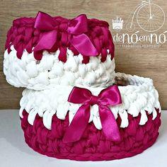 Cestinhos muito lindos e caprichados, feitos pela @denoemno com os nossos fios, utilidade sem fim! #Multitecnicas #fiodemalhamultitecnicas #fiodemalha #cestaria #trapillaria #crochê #decoração #decoracaodeinteriores #quartodebebe Learn To Crochet, Sewing Tutorials, Crochet Baskets, Diy And Crafts, Crochet Patterns, Birthday Cake, Knitting, Crochet Christmas, Christmas Stuff