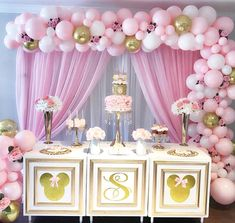 What little girl wouldn't love a mini birthday set up like this 💖 @simplylavishevent @balloonsbydina #kidsbirthday #girlbirthday #minniemouse #minniemouseparty #birthday #decor #partyideas #event #eventplanner #love #pink #balloongarland #cake #cakedisplay #desserttable #floral #floralarrangement
