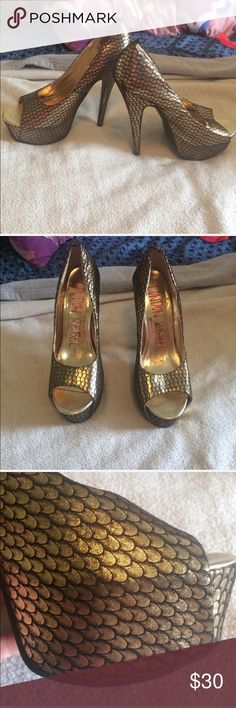 Mermaid Scale London Rebel/ASOS Heels Size 7 Beautiful golden mermaid scale heels from ASOS's London Rebel brand.  Shoes are in good gently worn condition. Women's size 7. ASOS Shoes Heels