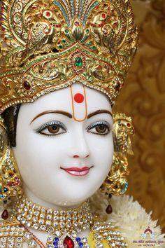 Radha Krishna Photo, Krishna Photos, Krishna Art, Krishna Images, Hare Krishna, Iskcon Krishna, Indian Gods, Durga, Indian Outfits