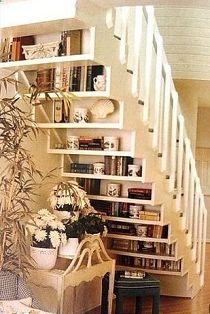 trap annex boekenkast -boeken onder de trap
