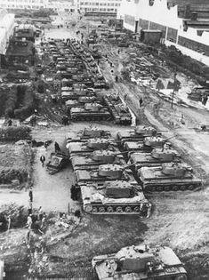 Tanks KV-1 in the courtyard of the Chelyabinsk Kirov factory,1942