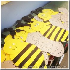 bug crafts -bumble bees- trace lines on wings