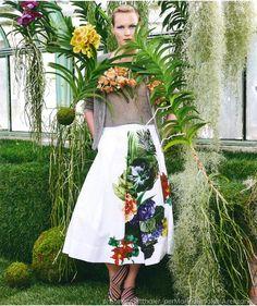 La moda fa nuovamente tappa nella serra del Parco Negrotto Cambiaso. La location di Arenzano, unica in Liguria, è stata teatro degli scatti fotografici di Stefan Gigtthaler per la collezione spring/summer 2018 di Marina Rinaldi.