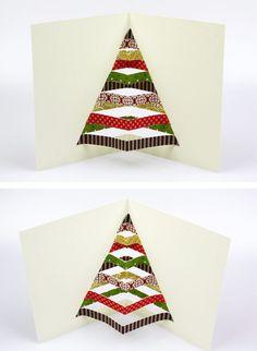 Mit Cutter und buntem Papier eine originelle Weihnachtskarte basteln! https://www.deindiy.de/weihnachtskarte-selber-basteln/ #deindiy #basteln #weihnachtskarte