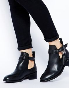 cut out flat ankle boots | Gommap Blog