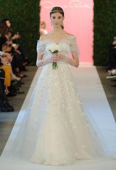Oscar de la Renta wedding dress | blog.theknot.com