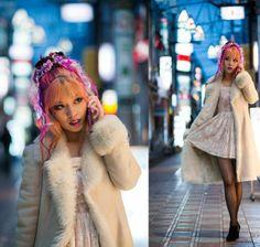 La Carmina, Japanese street style modeling on the cover of Adone Magazine: http://www.lacarmina.com/blog/2013/04/japan-street-fashion-snaps-liz-lisa-adone-magazine/    alternative hairstylist, colorful hair extensions, tokyo hair stylist