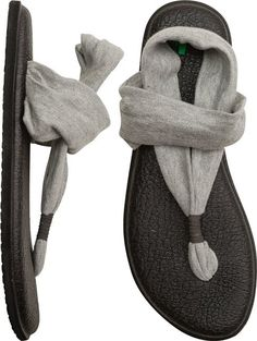 Sanuk Yoga Sling 2 sandal: I have two pairs on this brand's sandals and they're so comfy! Shoe Boots, Shoes Sandals, Sanuk Sandals, Flat Shoes, Cloth Sandals, Yoga Sandals, Sanuk Shoes, Women Sandals, Wedge Sandals