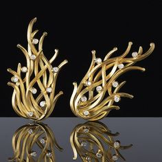"""Reed"" earclips in yellow gold and diamonds by Francesca Grima"