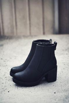 Black boots // alostplace.com