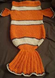 Clownfish (nemo) Cocoon style blanket - free crochet pattern by Tina Fountain. Clownfish (nemo) Cocoon style blanket - free crochet pattern by Tina Fountain. Crochet Baby Cocoon, Cute Crochet, Crochet For Kids, Crochet Crafts, Crochet Projects, Knit Crochet, Diy Crafts, Baby Patterns, Knitting Patterns