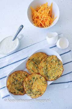 Pompoen fritters met kruidendip | KoolhydraatarmRecept.nl The Dish, Easy Cooking, No Cook Meals, Finger Foods, Low Carb Recipes, Healthy Snacks, Pumpkin, Lunch, Vegan