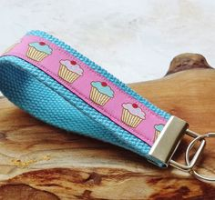 Wrist Key Chain - Key Fob Wristlet Keychain - Fabric Fob - Sweet Cupcakes What a sweet way to keep your keychain organized. This sweet cupcake print helps to find your keychain easier. The cupcake rib