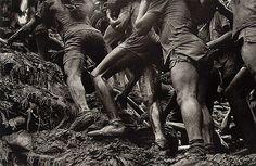 Going up the Serra Pelada mine Brazil, 1986 Por Sebastião Salgado
