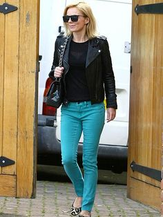 #fashion - blue jeans - black leather jacket - SPICE IT UP photo | Geri Halliwell Colored Jeans Outfits, Jean Outfits, Winter Outfits, Look Fashion, Fashion Beauty, Geri Halliwell, Paris Jackson, Got The Look, Comfortable Outfits