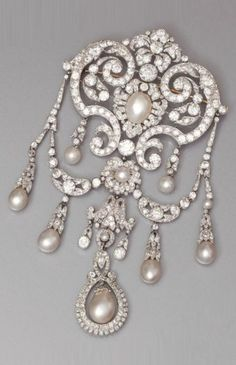 """A Belle Epoque gold, platinum, diamond and pearl devant de corsage, late 19th to early 20th century. 14 x 7.70 cm. Similar jewels are presented in the catalog of the exhibition """"CARTIER, Le Style et L'histoire"""", held at Grand Palais, 2013. #BelleÉpoque #DevantDeCorsage #brooch"""