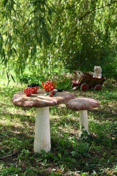 Sculpted mushrooms for the garden