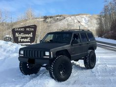 Jeep Zj, Jeep Xj Mods, Jeep Cars, Jeep Truck, Racing Car Design, Badass Jeep, Old Jeep, Black Jeep, Jeep Renegade