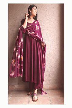 designerprettywears on March 31 2020 1 person closeup Pakistani Dresses Casual, Indian Gowns Dresses, Indian Fashion Dresses, Pakistani Dress Design, Indian Designer Outfits, Designer Dresses, Fashion Outfits, Silk Kurti Designs, Kurta Designs Women
