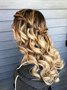 Grad Hairstyles, Quince Hairstyles, Prom Hairstyles For Short Hair, Down Hairstyles, Easy Hairstyles, Wedding Hairstyles, Homecoming Hairstyles Down, Short Homecoming Hair, Hairstyles For Dances